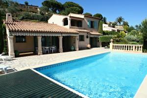 private Villa mit eigenem Pool und unverbaute Meersicht